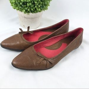 Born buttery leather flats shoes pointed toe bow